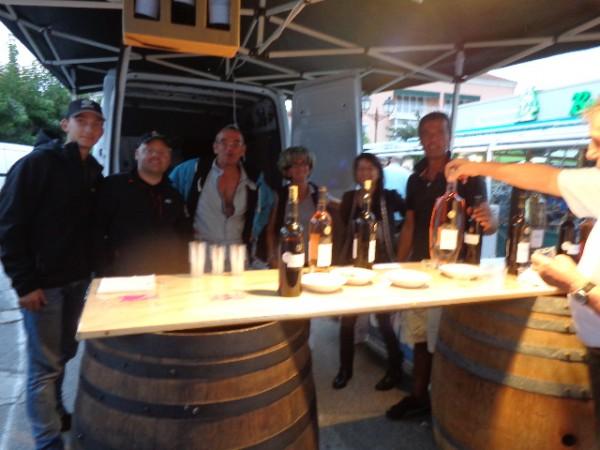 TOUR-DE-CORSE-HISTORIQUE-2013-Ambiance-chaque-soir-au-bar-chez-Guy-MIZAEL-devant-le-parec-ferme-photo-autonewsinfo