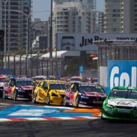 V8-SUPERCAR-2013-GOLD-COAST-La-FORD-FALCON-de-David-REYNOLDS-Mene-le-peloton