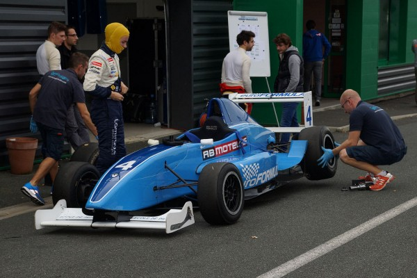 VOLANT EUROFORMULA 2013 - photo Claude ROZE