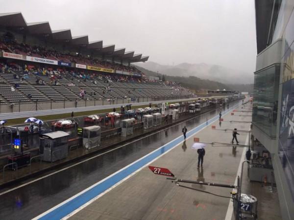 WEC-2013-FUJI-la-course-arretee-au-drapeau-rouge-a-cause-de-la-pluie.