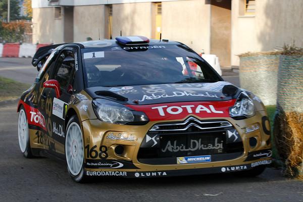 WRC-2013-ALSACE-La-DS3-CITROEN-de-LOEB-ELENA-AVEC-SA-ROBE-FINALE-Photo-Jo-LILLINI.