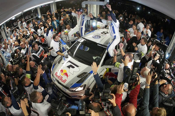 WRC-2013-ALSACE-Le-Team-VW-fete-le-titre-de-CHAMPION-du-monde-de-Seb-OGIER-et-Julien-INGRASSIA