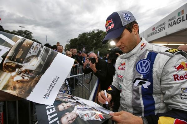 WRC 2013 ALSACE SEB OGIER a la rencontre de ses fans.