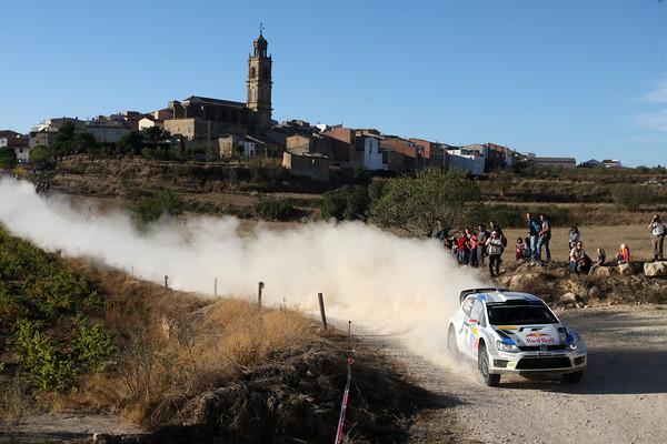 WRC-2013-CATALOGNE-LATVALA-dans-la-poussiere.