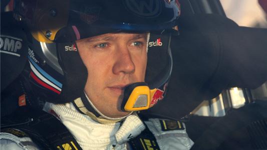 WRC-2013-CATALOGNE-OGIER-casque-dans-la-VW.