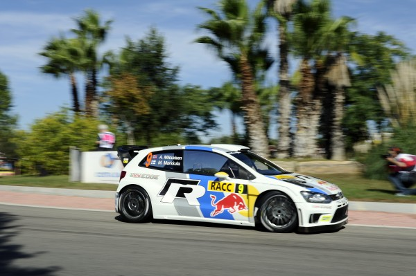 WRC 2013 CATALOGNE - VW POLO Andreas MIKKELSEN etape de nuit vendredi 25 octobre - Photo Jo LILLINI