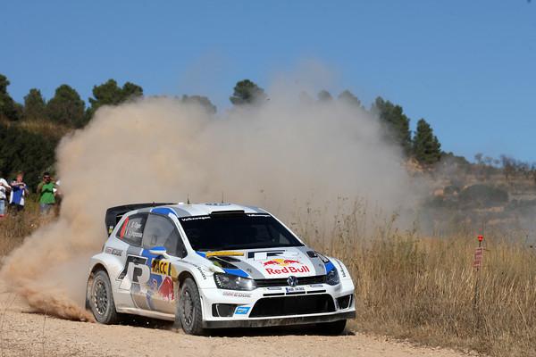 WRC-2013-CATALOGNE-VW-POLO-OGIER-dans-la-poussiere