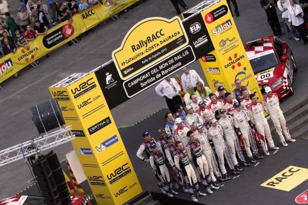 WRC-2013-CATALOGNE-les-concurrents-avant-le-depart-de-BARCELONE