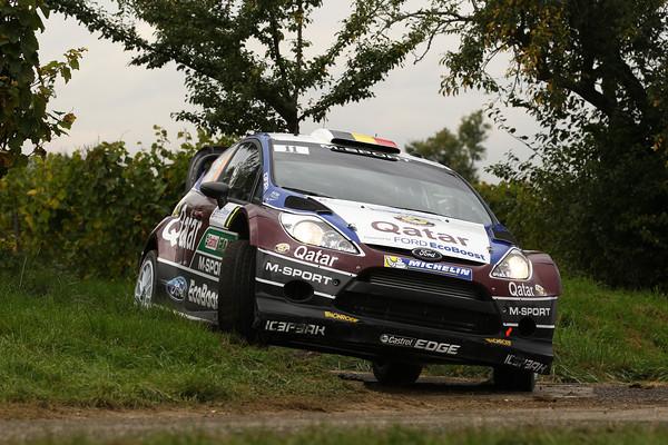 WRC-2013-FORD-FIESTA-RS-de-Thierry-NEUVILLE-photo-JoLILLINI.