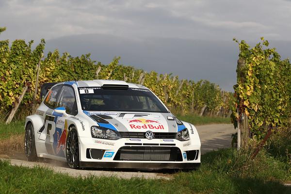 WRC-2013-La-POLO-VW-de-Seb-OGIER-photo-JoLILLINI