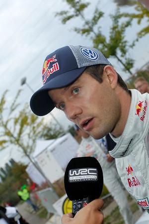 WRC-2013-Seb-OGIER-au-micro-photo-JoLILLINI