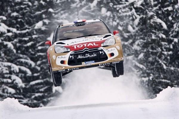 WRC.-RALLYE-DE-SUÈDE-SAUT-de-la-DS3-de-LOEB-9fevrier