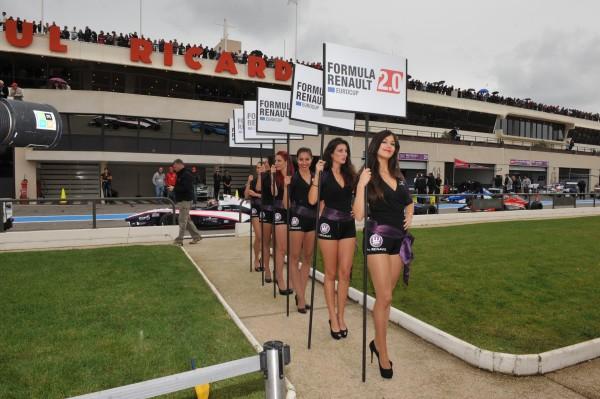 WSR - Les hotesses Formule RENAULT  Photo Gilles VITRY