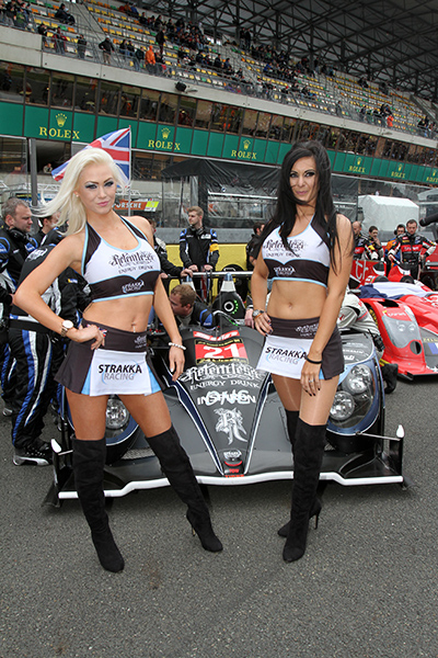 24-HEURES-DU-MANS-2013-Les-GRID-GIRLS-TEAM-STRAKKA-Photo-Gilles-VITRY-autonewsinfo