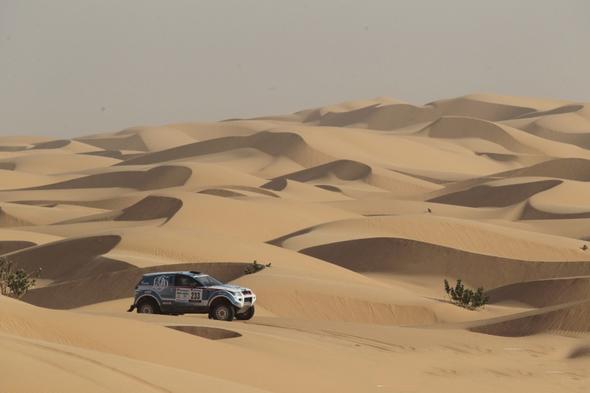 AFRICA-RACE-2013-Les-dunes-de-MAURITANIE-Photo-Alain-ROSSIGNOL