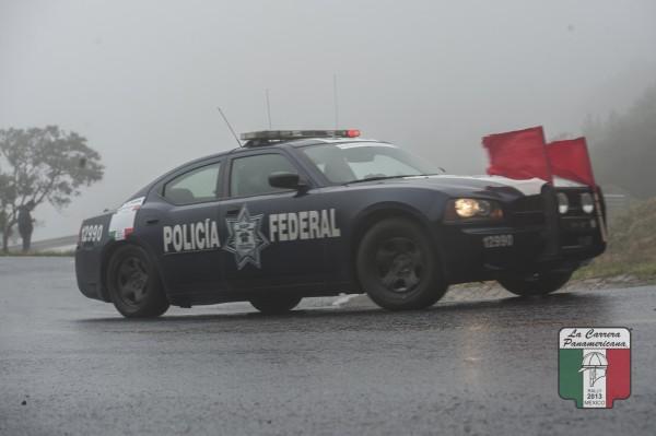 CARRERA PANAMERICANA 2013 - Entre OAXACA et MEXICO - LA police ouvre la route