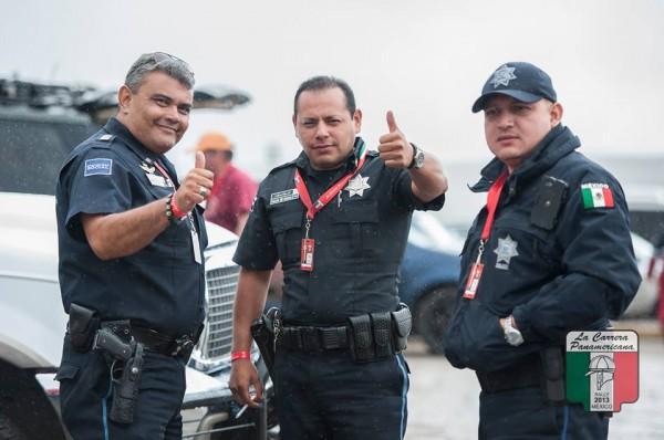 CARRERA-PANAMERICANA-2013-QUERETARO-–-MORELIA-LA-POLICE-MEXICAINE-qui-encadre-la-course