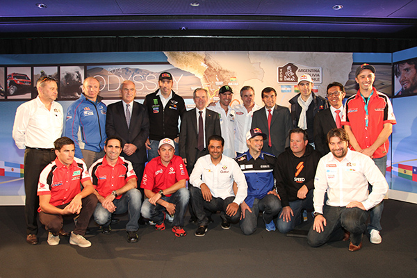 DAKAR-2014-Presentation-20-novembre-2013-Une-belle-brochette-de-pilotes-autos-et-motos-Photo-Gilles-VITRY