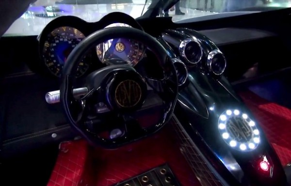 DEVEL SIXTEEN interieur habitacle
