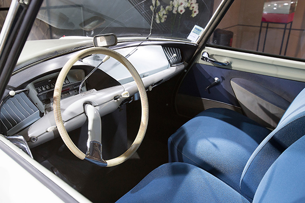 DS WORLD PARIS SHOWROOM - Interieur DS CITROEN lodele de 1956.