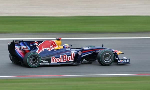 F1-2009-Dimanche-12-Juillet-1ere-Victoire-en-GP-de-F1-pour-MARK-WEBBER-avec-sa-RED-BULL-RENAULT