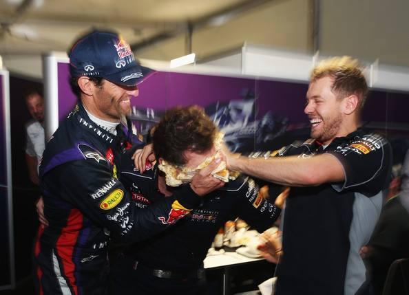F1-2013-CHRISYTIAN-HORNER-ANNIVERSAIRE-40-ANS-et-entartre-par-VETTEL-et-WEBBER