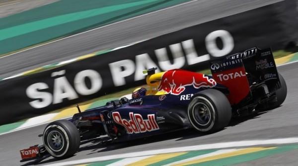 F1-2013-SAO-PAULO-le-dernier-GP-de-MARK-WEBBER-avec-sa-RED-BULL-RENAULT-photo-RENAULT-DPPI
