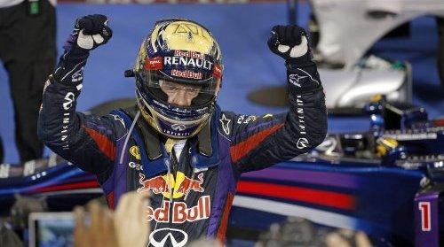 Vettel gagne avec deux arrêts sous le crépuscule d'Abou Dhabi !   Fraîchement couronné Champion du Monde, Sebastian Vettel, nullement démotivé, bien au contraire, a enfoncé le clou, ce week-end, en signant une nouvelle victoire à l'occasion du Grand Prix d'Abu Dhabi, après un départ en pneus tendres P Zero Jaunes et un dernier relais en medium P Zero Blancs. La majorité des pilotes s'est élancée avec le mélange tendre, à l'exception de Jenson Button (McLaren), Valtteri Bottas (Williams), Esteban Gutierrez (Sauber), Adrian Sutil (Force India) et Kimi Räikkönen (Lotus), qui avaient, eux, choisi le mélange medium. Vettel s'est emparé de la tête de la course au départ, puis il s'est arrêté une 1ère fois à son stand au T14 pour passer des tendres aux medium et vu son avance, reprendre immédiatement le commandement. ! Paul Di Resta, auteur d'une course magnifique au volant de sa Force India- Mercedes, est resté le plus longtemps en piste, avec son premier train de pneus tendres, s'arrêtant le dernierau 20ème tour, tandis que son coéquipier Adrian Sutil, menait un long premier relais en medium, lui, jusqu'au T28.  Cette stratégie a permis à Di Resta et Sutil de terminer respectivement 6ème et 10ème après être partis 11ème et 17ème sur la grille. Vettel s'est arrêté une nouvelle fois au T37 pour monter un nouveau train de medium  et de nouveau sans perdre la tête du GP Naturellement, le quadruple Champion du monde, a remporté la course devançant son coéquipier Mark Webber avec une avance d'une bonne trentaine de secondes.  Le pilote allemand décroche  ainsi un 7ème succès d'affilée après la Belgique, l'Italie, Singapour, la Corée du Sud, le Japon et l'Inde. On l'a dit, Seb égale ainsi Michael Schumacher, auteur de la même série lors de la saison 2004.  Mais le record absolu est de neuf victoires, lequel a été établi par le pilote italien Alberto Ascari, lors des deux saisons 1952- et 1953. Ascari remportant les six derniers GP en 1952 (Belgique – France à Rouen – Angleterre