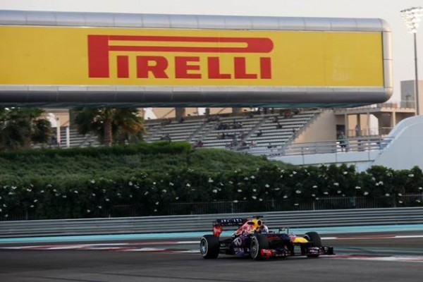 F1-ABOU-DHABI-2013-la-Red-Bull-Renault-de-SEB-VETTEL-photo-PIRELLI