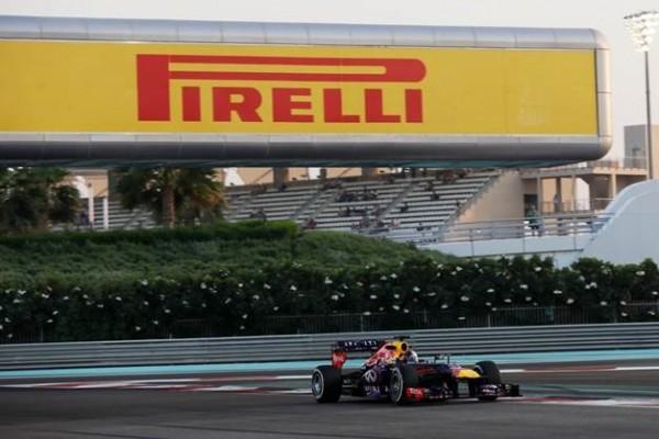 F1-ABOU-DHABI-2013-la-Red-Bull-Renault-de-SEB-VETTEL-photo-PIRELLI1