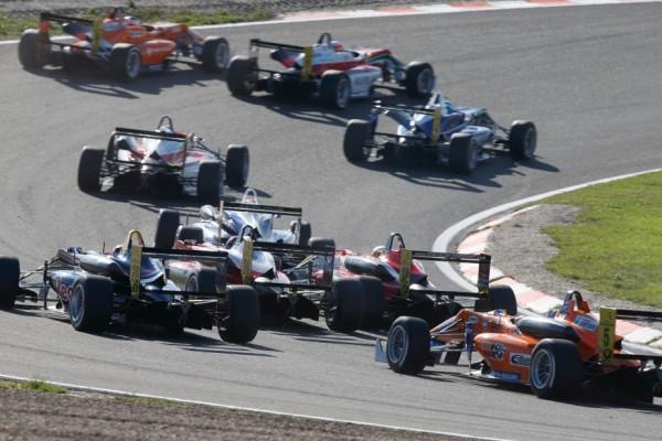 F3-2013-ORECA-Renault-de-retour-en-2014