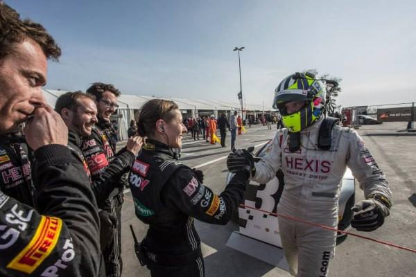 GT-FIA-2013-A-BAKOU-Rob-Bell-du-Team-Hexis-Racing