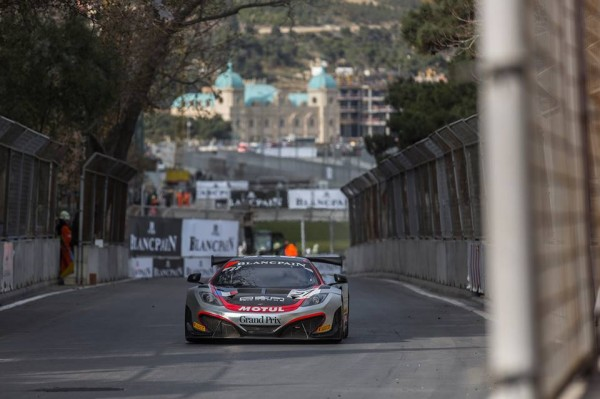GT-FIA-2013-BAKOU-Team-Hexis-McLaren-P3-a-Baku-World-Challenge-et-derniere-course-dimanche-24-novembre