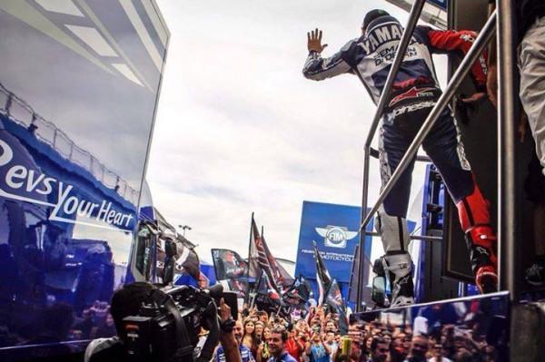 MOTO-GP-2013-VALENCIA-LORENZO-et-ses-fans