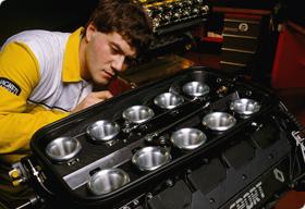 Renault-moteur-Renault-Sport-le-V10-atmo-photo-RS