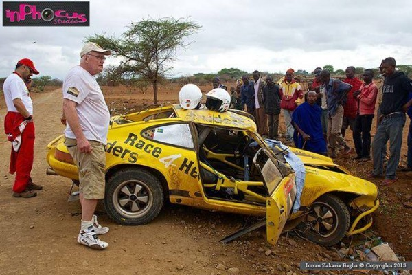 SAFARI-KENYA-2013-Accident-de-la-PORSCHE-de-WALDEGAARD-Photo-IMRAN-ZAKHANA