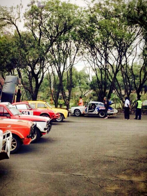 SAFARI-KENYA-CLASSIC-2013-LA-PORSCHE-KRONOS-Num-16-en-panne-dans-le-parc-ferme