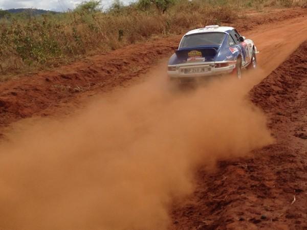 SAFARI-KENYA-CLASSIC-2013-La-PORSCHE-KRONOS-16-de-Ph-VANDROMME-et-Fred-VIVIER