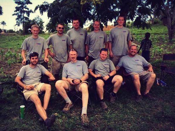 SAFARI-KENYA-CLASSIC-2013-Les-techniciens-de-Kronos-Vintage-au-complet-Bravo-aux-hommes-de-lombre
