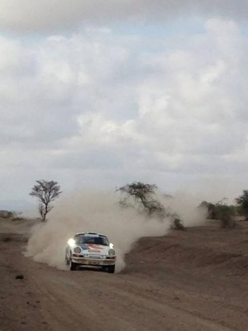 SAFARI-KENYA-CLASSIC-2013-PORSCHE-16-de-VANDROMME-et-VIVIER-dans-la-speciale-pres-dAMBOSELLI.