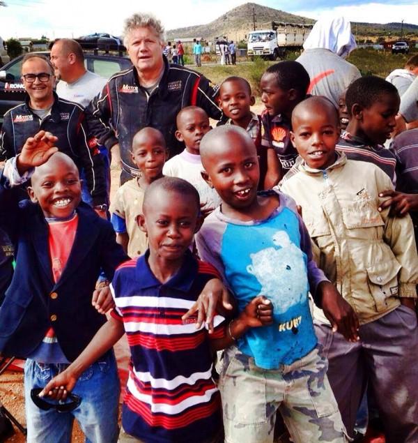SAFARI-KENYA-CLASSIC-2013-Philippe-VANDOMM-et-Fred-VICIER-AVEC-LES-ENFANTS-DANS-LA-RESERVE-D-AMBOSELLI