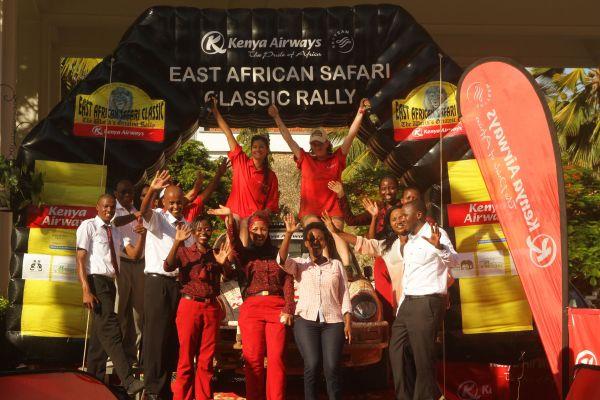 SAFARI-KENYA-CLASSIC-2013-les-filles-Samira-Khan-et-Chantal-Young-sont-a-l-arrivee-a-MOMBASSA