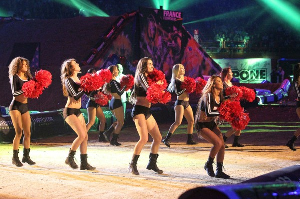 SUPERCROSS-DE-PARIS-BERCY-les-POM-POM-GIRLS