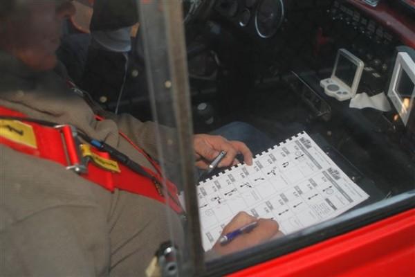 TOUR-DE-BELGIQUE-HISTORIQUE-2013-Tripy-GPS-GSMun-stylo-et-le-bon-coup-doeil-les-coéquipiers-étaient-bien-occupés-©-Manfred-GIET