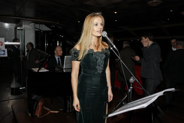 TROPHEE-ANDROS-2013-2014-La-chanteuse-présentation-de-presse-27-Novembre-a-PARIS