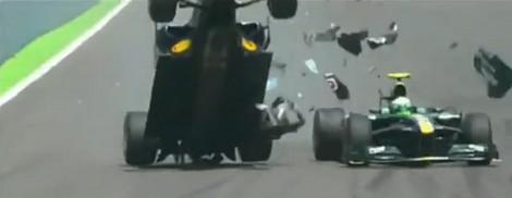 VALENCE-L'accident de la monoplace de Mark-Webber avec la Lotus de Heiki Kovalainen à valencia-