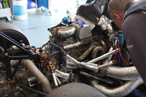Vde V 2013 ESTORIL la PRAGA R1 -Le moteur RENAULT Turbo 2 Litres - photo Maurice CAMUS