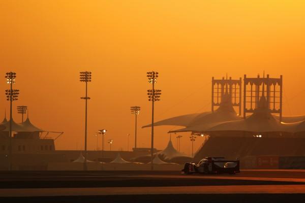 WEC 2013 Bahrain Toyota assure a la nuit tombante.