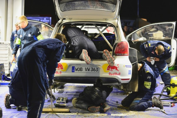 WRC-2013-WALES-ASSISTANCE-EQUIPE-VW
