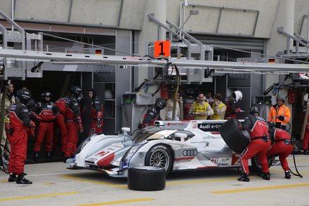 24-HEURES-DU-MANS-2012-Audi-R18-e-tron-quattro-la-Num-2-Dindo-Capello-Tom-Kristensen-et-Allan-McNish